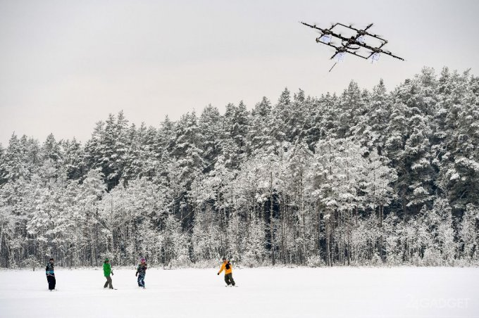 Латвийский дрон прокатил четверых сноубордистов (видео)