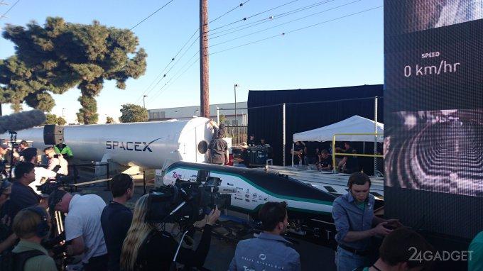 Первая гонка капсул Hyperloop (4 фото + видео)