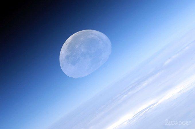 SpaceX отправит туристов в полёт вокруг Луны раньше России