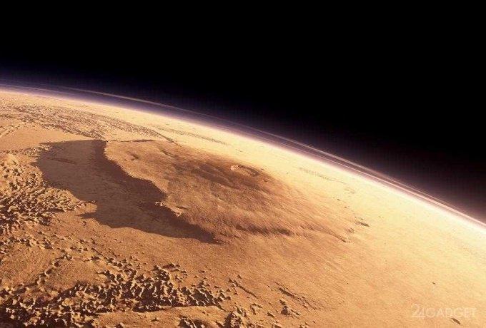 Благодаря спутниковым снимкам удалось показать полет над поверхностью Марса (видео)