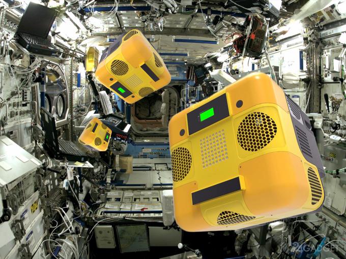 Космонавты под колпаком роботов-шпионов NASA? (5 фото + видео)