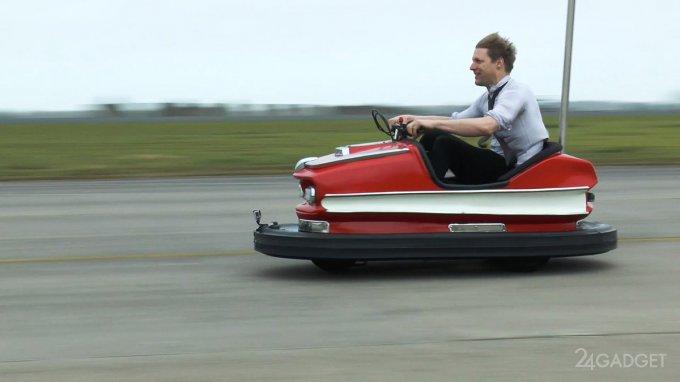 Аттракционный автомобиль разогнали до 100 миль в час (6 фото + видео)