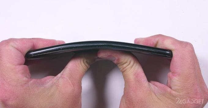 Новый флагман HTC U11 испытан на прочность и сломался при изгибе (видео)