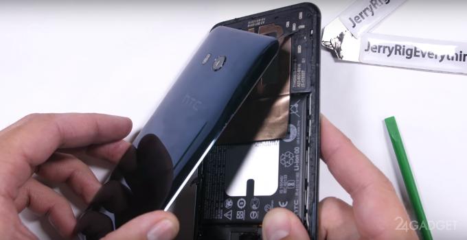 Флагманский HTC U11 разобрали на части (видео)