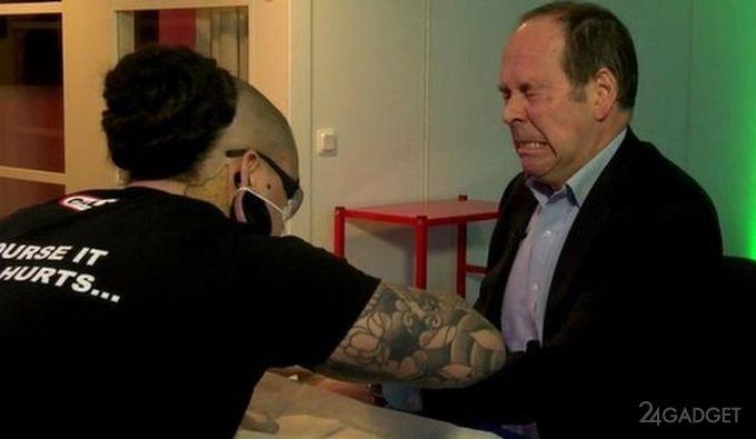 Работодатель вживит под кожу сотрудников микрочипы (3 фото + видео)