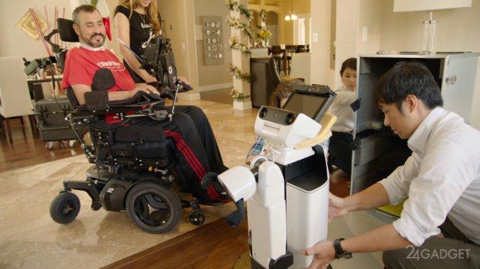 Робот Toyota - помощник для парализованных людей (3 фото + видео)