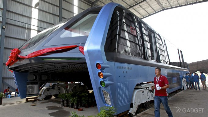 Автобус-тоннель, движущийся над автомобилями, оказался аферой (видео)