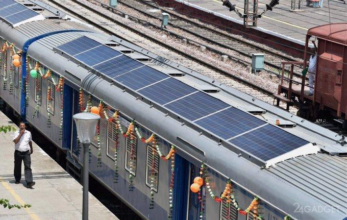 В Индии запущен первый поезд с солнечными панелями (7 фото)