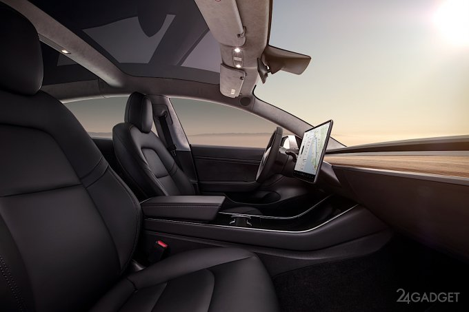 Elon Musk - Rusza masowa produkcja samochodu Tesla 3. Elon Musk - mass production of Tesla 3 car is starting.