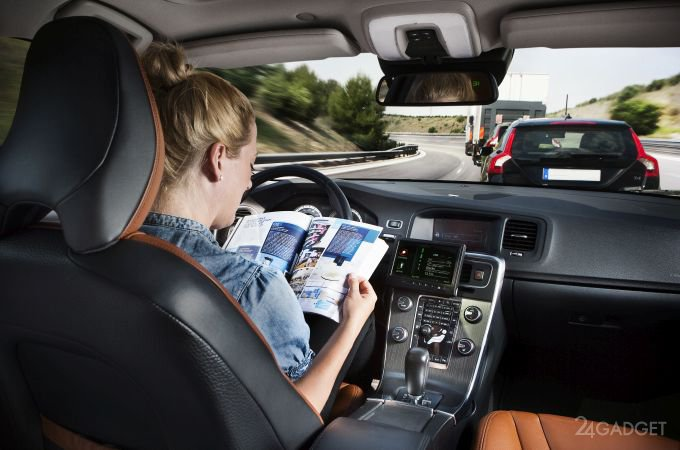 Самоуправляемые автомобили обманули наклейками (5 фото)