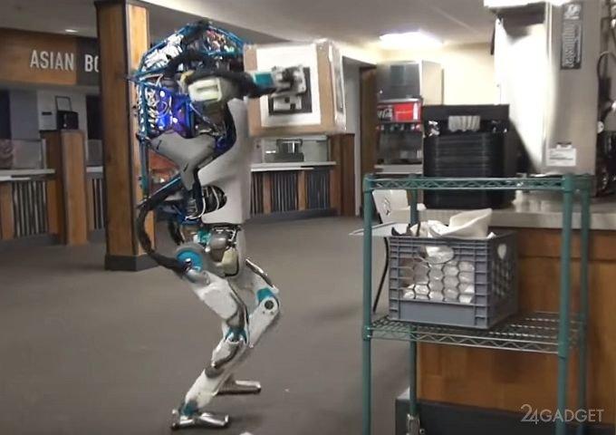 Робот Atlas не справился с напряжённой работой грузчика (2 видео)