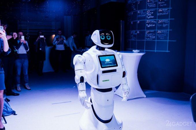 Первый в России робот-консьерж выходит на работу (3 фото + видео)