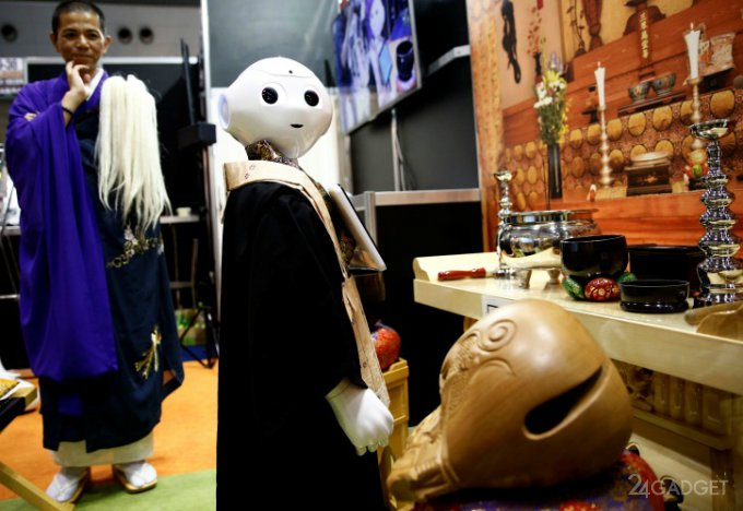 Робот Pepper оставит буддийских монахов без заработка (3 фото + видео)