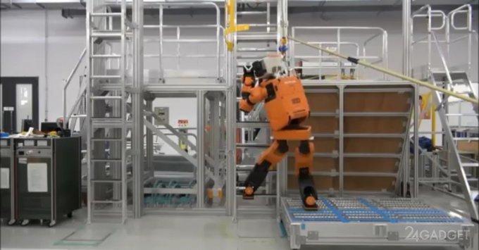 Человекоподобный робот-спасатель Honda E2 DR