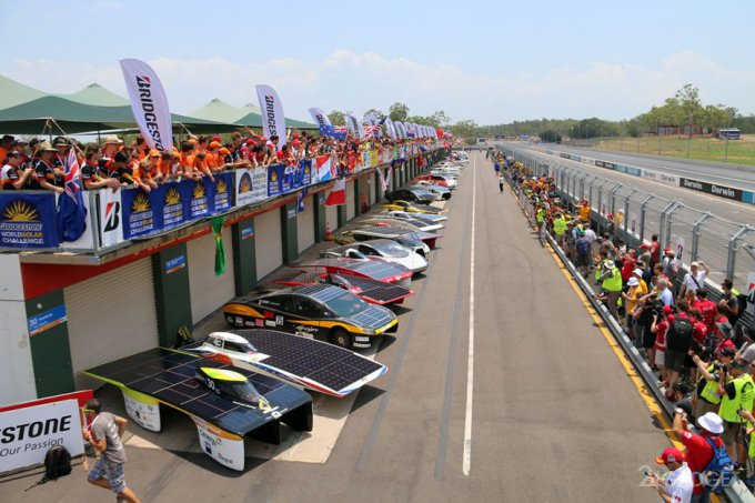 В Австралии стартовали гонки солнцемобилей (27 фото + 2 видео)