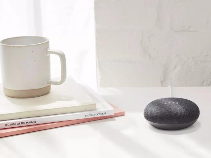 Смарт-динамики Google Home Мини круглые сутки записывают посторонние шумы