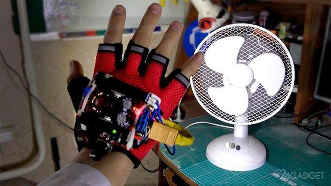 Студент продемонстрировал перчатку, «замедляющую время» (видео)