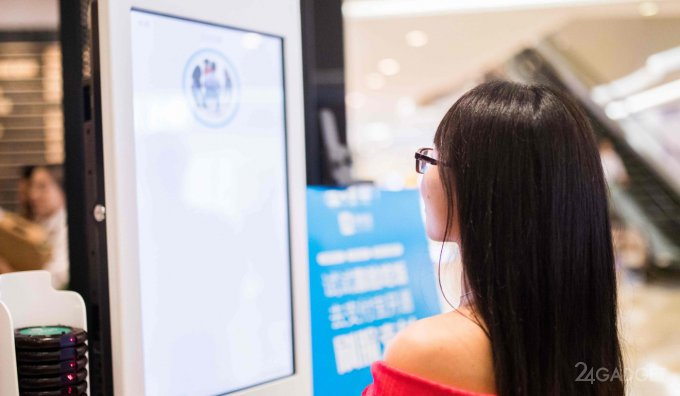 В китайском полицейском участке людей полностью заменят роботы
