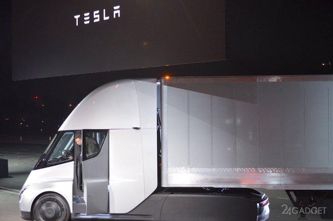 Отставному дальнобойщику не понравилась Tesla Semi