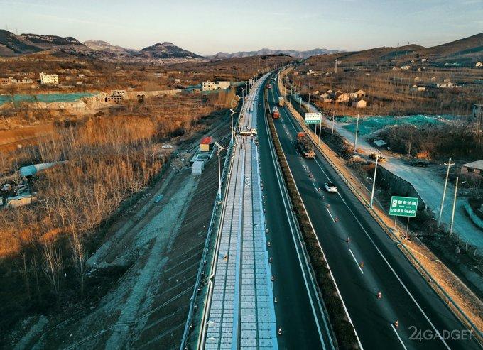 В Китае строят трассу из солнечных панелей