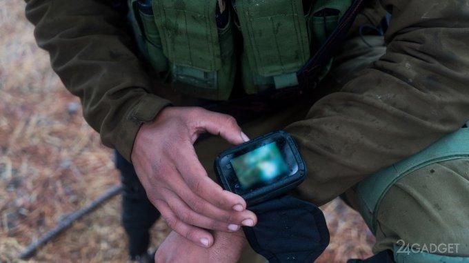 Израильских солдат вооружили армейскими смартфонами (2 фото)