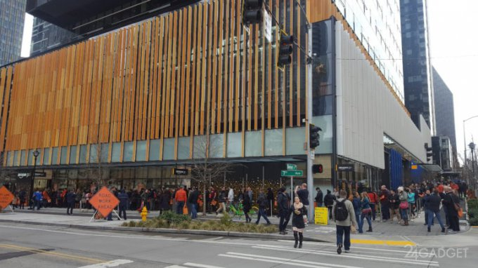 В магазин «без касс и продавцов» Amazon Go выстроилась небывалая очередь
