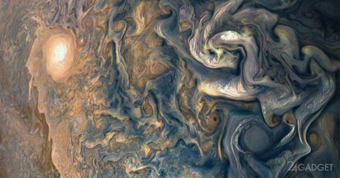 Исследователи заглянули в недра Юпитера (4 фото + видео)