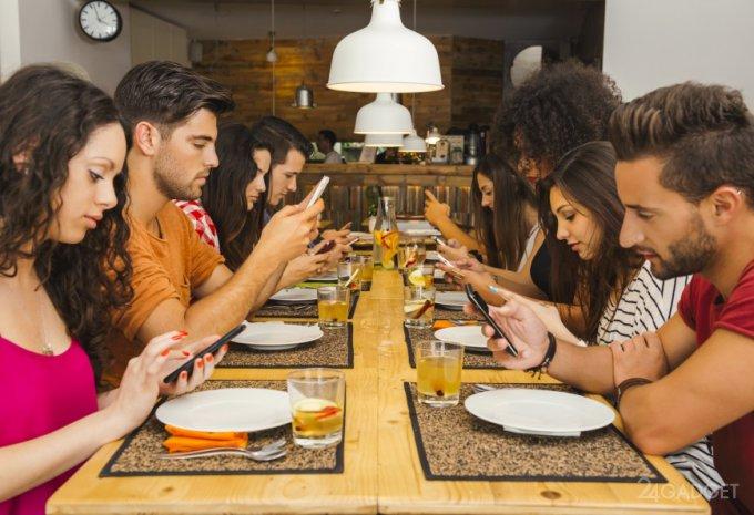 Чем больше экран, тем сильнее пользователь «погружён» в смартфон (3 фото)