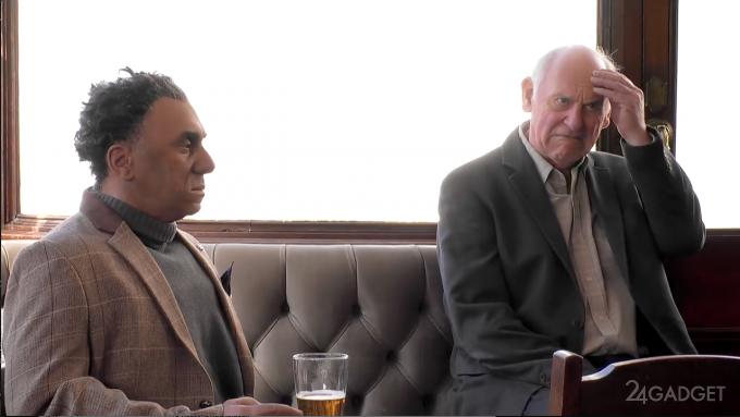 Робот Фред из сериала Westworld шокирует посетителей паба (видео)