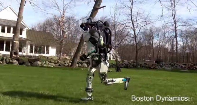 Atlas — робот, научившийся бегать и преодолевать препятствия (2 видео)