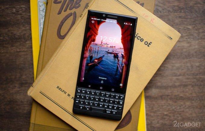 Новый смартфон от BlackBerry всё ещё кнопочный (16 фото + 2 видео)