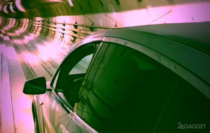 Tesla Model X проехалась в подземном туннеле The Boring Company