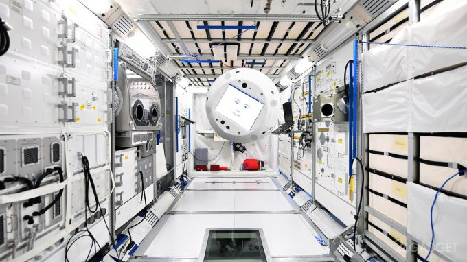 Летающий робот обзавелся интеллектом и отправился на МКС (4 фото)