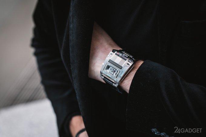Urwerk UR111C — часы с небывалым циферблатом (5 фото + видео)