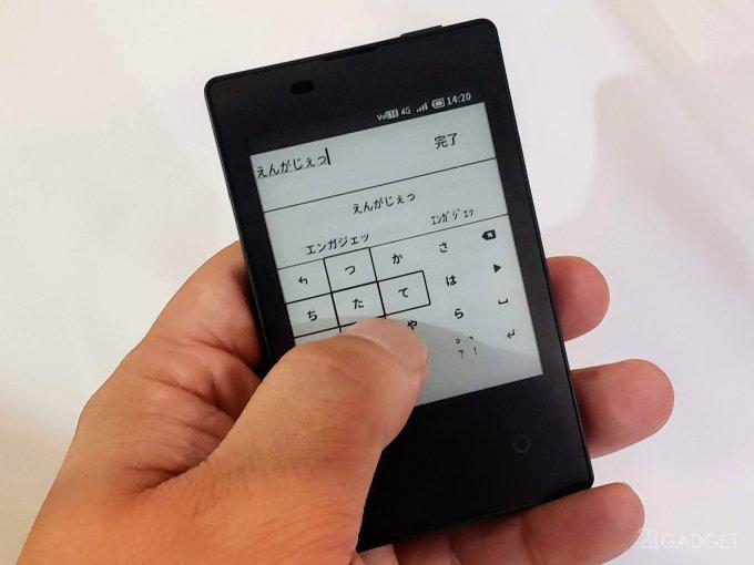 В Японии 4G-смартфон уменьшили до размера кредитки (8 фото + видео)