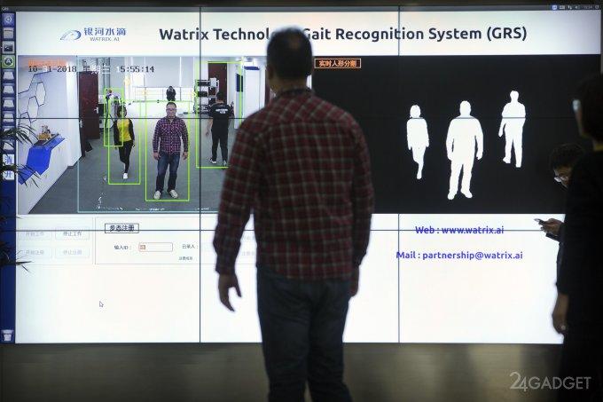 Китайская система наблюдения распознает человека по походке (5 фото)