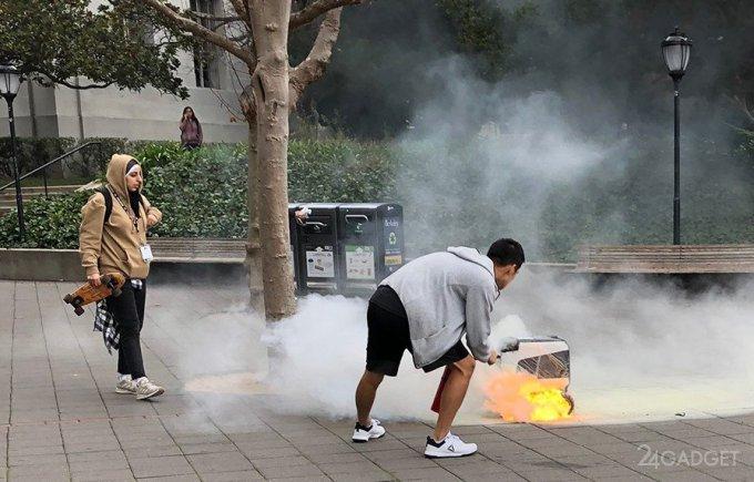 Робот-курьер загорелся прямо на работе (5 фото + видео)