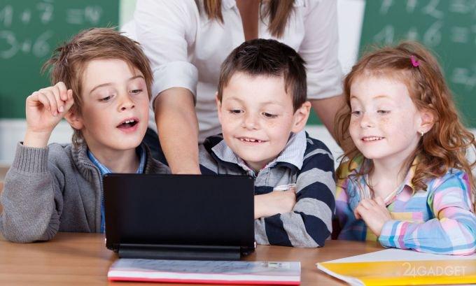 С первого класса — за компьютер (3 фото)