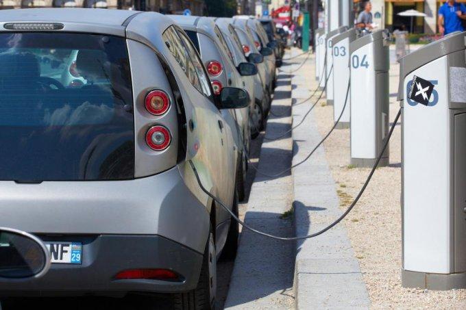 Морозы и жара превращают электромобили в тыквы (3 фото)
