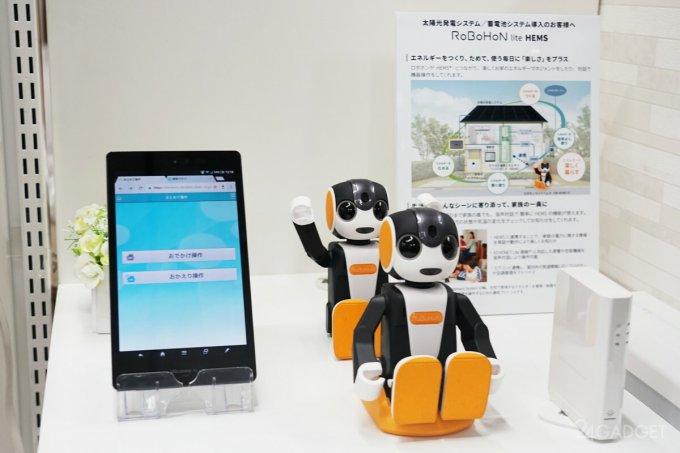 Sharp выпустила обновлённую линейку робо-смартфонов RoboHoN (8 фото + видео)