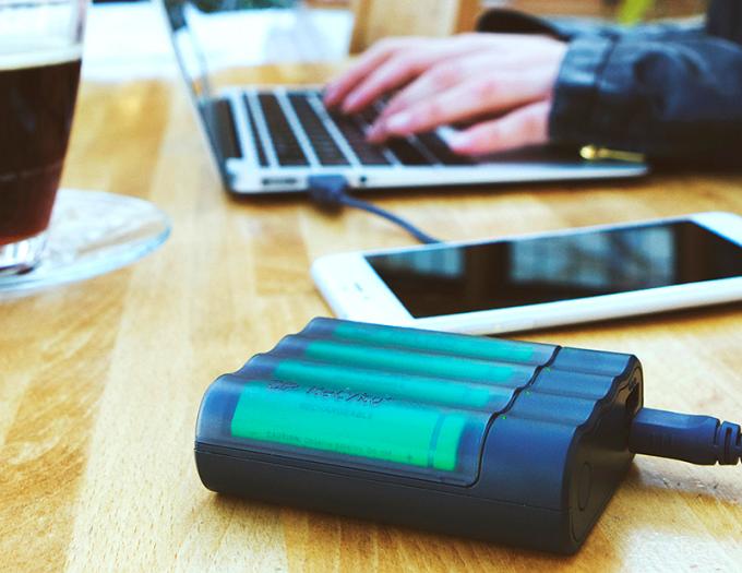 Внешний аккумулятор на стандартных пальчиковых батарейках (9 фото + видео)