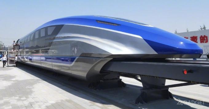 В Китае построили поезд-маглев, развивающий скорость 600 км/ч (9 фото)