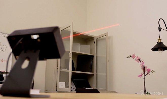 Датчик Bzigo выявит и подсветит лазером комаров в помещении (2 фото + видео)