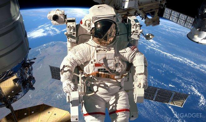 Космические туристы опробуют выход в открытый космос