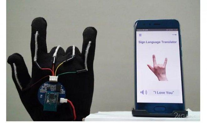 Сенсорная перчатка-переводчик с языка жестов на обыкновенный язык (2 фото + видео)
