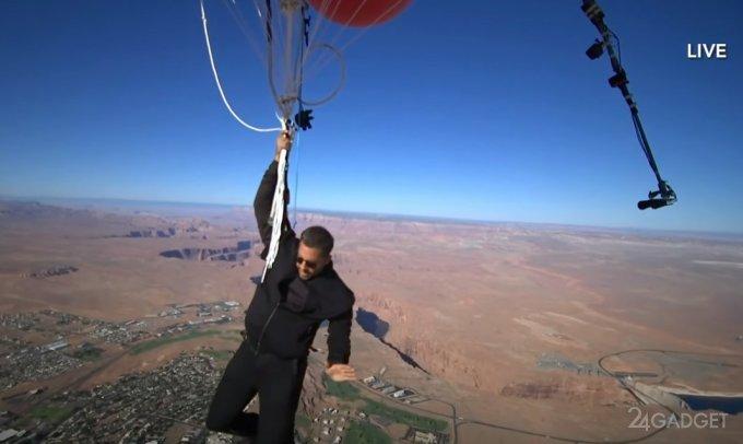 Дэвид Блэйн протестировал полет на обыкновенных воздушных шарах, наполненных гелием