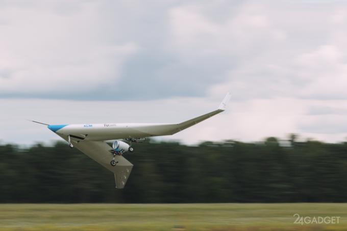 Электрический прототип V-образного пассажирского самолета прошел первые летные испытания (2 фото + видео)