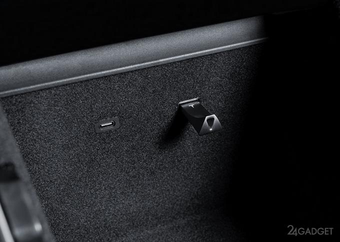 Tesla начала продажу фирменных USB-накопителей объёмом до 128 ГБ