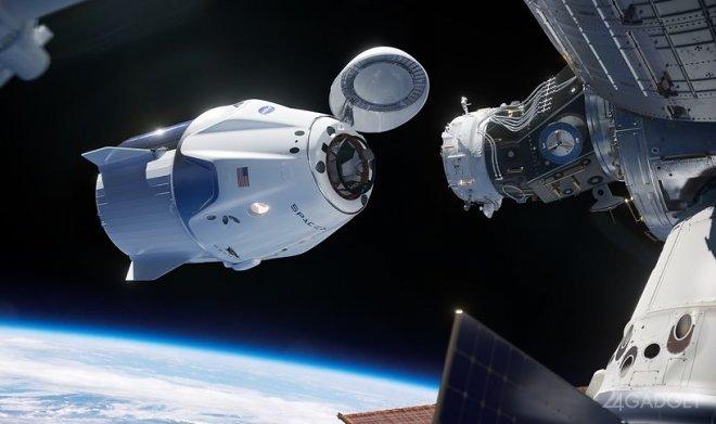 Четвертого пассажира гражданской миссии SpaceX определят по количеству лайков в Twitter