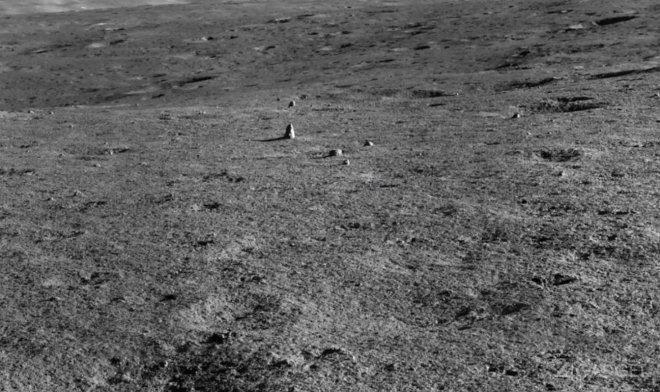 На Луне тоже обнаружили странный монолит (4 фото)